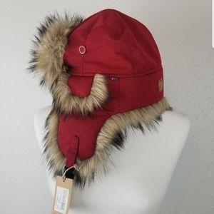 Fjallraven - sz. M, faux fur, winter hat, red